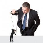 Cum bate statul cuie in palma managerului privat