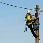 <!--:ro-->Amenintati de pierderea clientilor, distribuitorii de energie ne invata cum sa ne racordam la retea<!--:-->