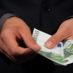 <!--:ro-->Membrii Comitetului de Reglementare a ANRE au rezolvat problema salariilor: 10.000 euro/luna<!--:-->