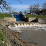 Apele Romane scufunda productia de energie electrica din surse hidro. Daca Hidroelectrica poate suporta taxele pentru apa uzinata, microhidrocentralele se pregatesc de faliment