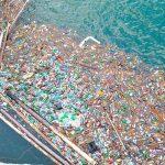 Socant: peste 250 de tone de deseuri plutesc pe lacul de la Bicaz. Hidroelectrica cheltuieste pentru ecologizare aproape un milion de lei