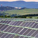 Cand nu stie stanga ce face dreapta: Romania trebuie sa instaleze inca 6000 de MW in regenerabile, dar Parlamentul a blocat vanzarea terenurilor agricole. Fonduri europene de 10 miliarde de euro se pot evapora