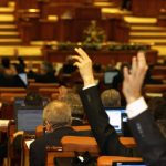 Legea consumatorului vulnerabil a fost votata in Parlament, dupa mai bine de zece ani de amanari. Ea va intra in vigoare de la 1 noiembrie