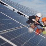 O noua explozie a investitiilor in energie regenerabila ofera o sansa de dezvoltare companiilor romanesti specializate in instalatii si montaj.